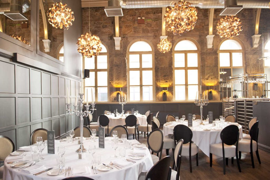 Ellis mack serves up excellence at the cis awards 2016 for Dining room at the met